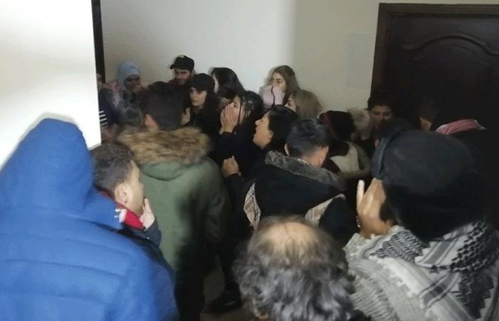محتجون اقتحموا مؤسسة كهرباء بعلبك