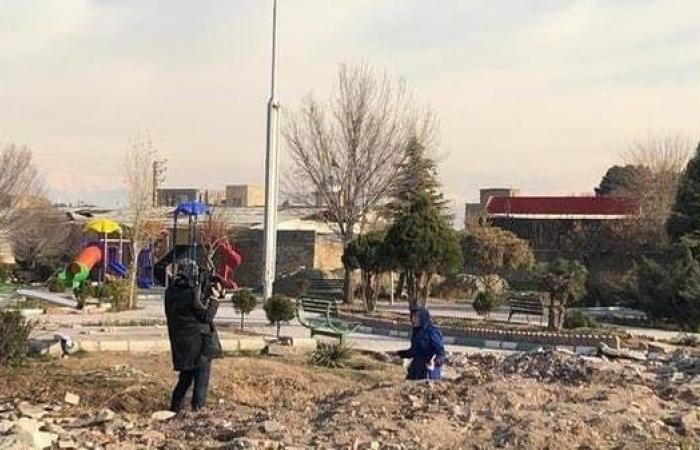 إيران | قبل وصول المحققين.. تنظيف موقع تحطم الطائرة بإيران