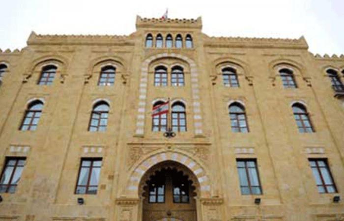 تحطيم باب مدخل بلدية بيروت