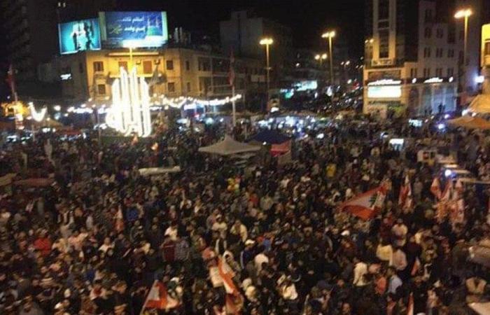 ساحة النور تغص بالمحتجين مجددًا