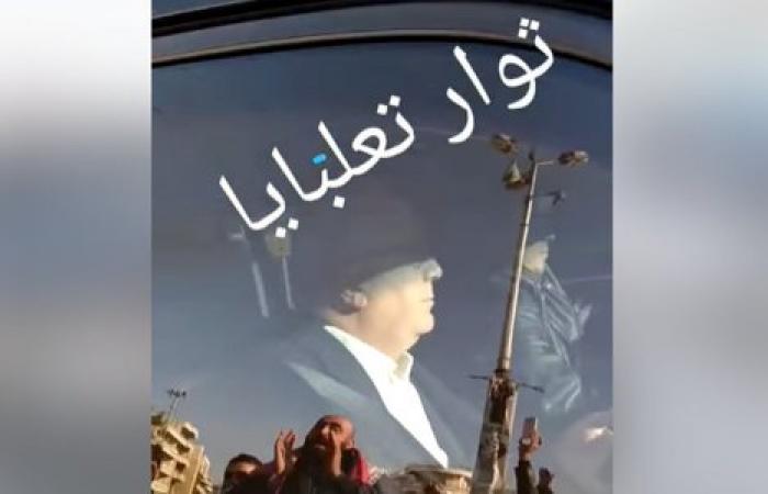 ثوار تعلبايا يعترضون موكب ميشال ضاهر (فيديو)