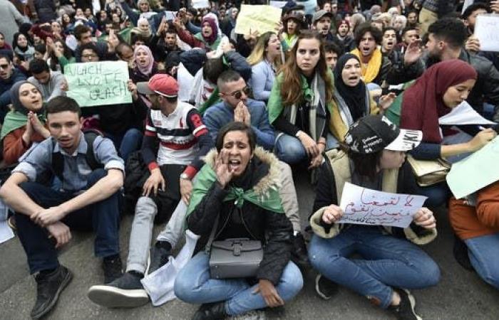 الجزائر.. الطلاب يحددون 14 مطلباً من تبون