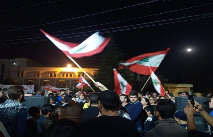 وقفة لمحتجي الهرمل أمام سرايا المدينة