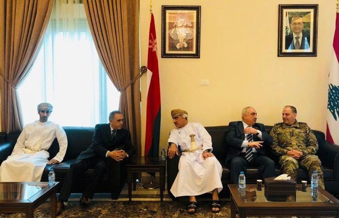 رسميون زاروا سفارة سلطنة عمان معزين