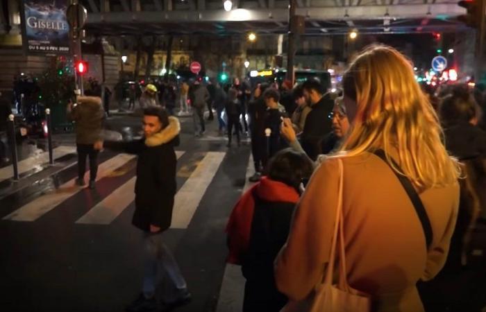 المتظاهرون يلاحقون ماكرون… والأخير يهرب! (فيديو)