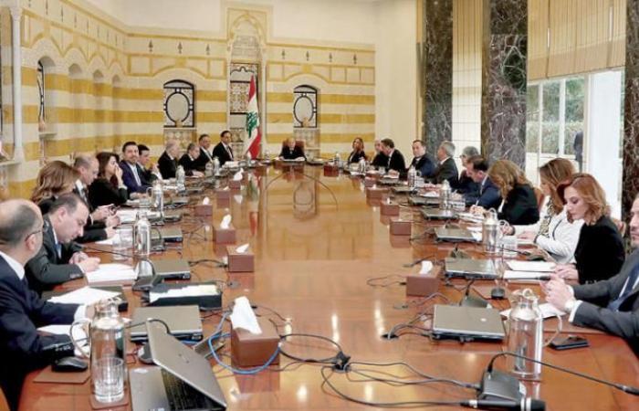 اللبنانيون بين عدم الثقة بالحكومة والدعوة إلى منحها فرصة