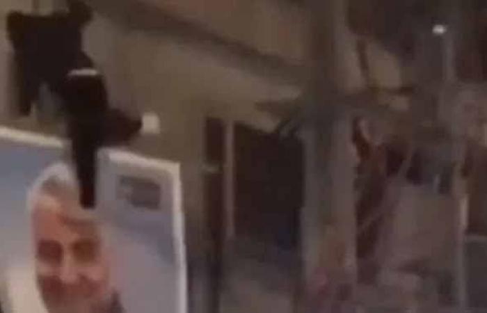 إيران   إيران تعتقل مراهقا ركل صورة سليماني