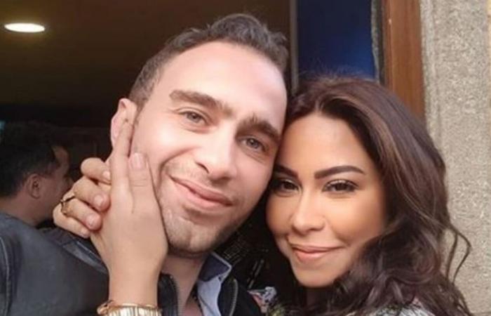ما قصة صورة بكاء شيرين وموساة حسام حبيب لها في المطار؟