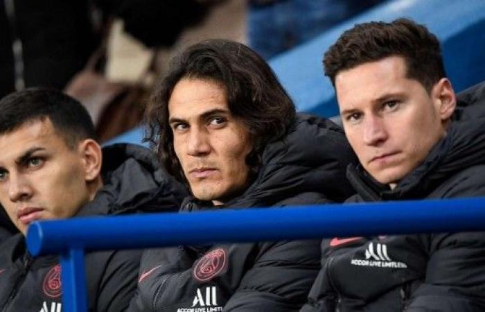 كافاني يودع زملاءه في باريس سان جيرمان استعدادا للانتقال إلى أتلتيكو مدريد