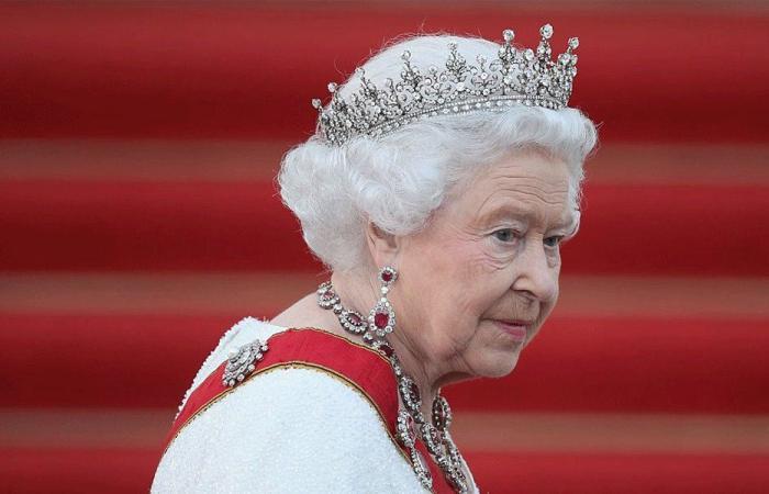 """الملكة إليزابيث تمتلك حسابًا سريًا على """"فيسبوك"""""""