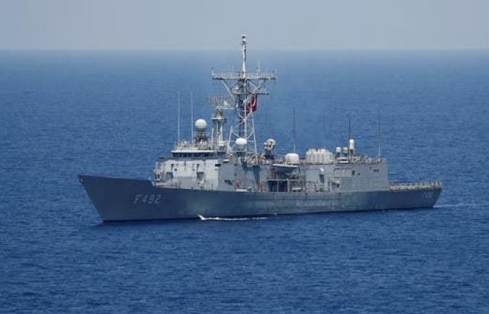 رصد فرقاطة تركية تواكب شحنة مدرعات إلى ليبيا