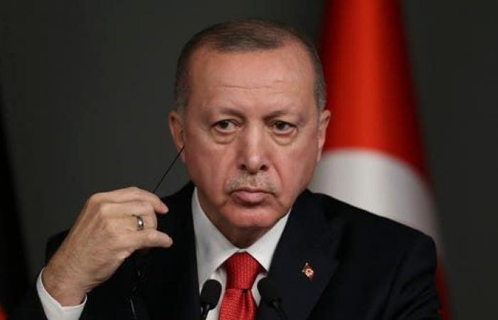 أردوغان يهدد بعملية عسكرية بسوريا ويصر على بقاء قواته بليبيا
