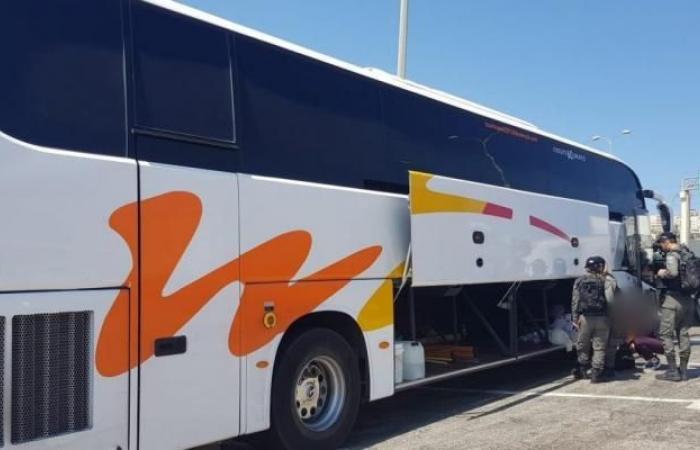 فلسطين | الاحتلال يحتجز 4 حافلات متجهة للأغوار