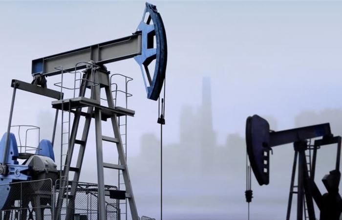 النفط يقفز مع إعلان منظمة الصحة العالمية حالة طوارئ