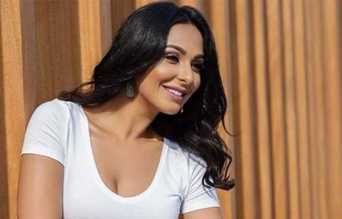 ميس حمدان تحذف فيديو لها بسبب جرأته.. وصورة مسرّبة منه
