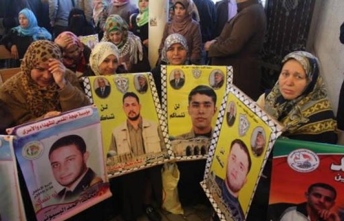 فلسطين   اعتصام تضامني مع الأسرى للقوى في غزة