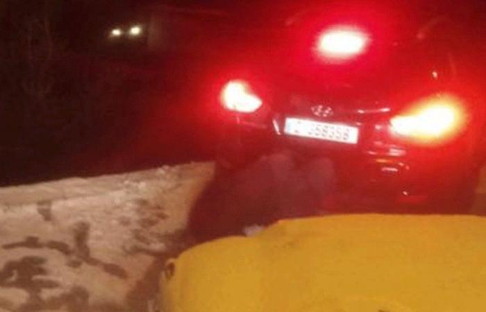إنقاذ مواطنين احتجزتهم الثلوج داخل سيارة في القليعات
