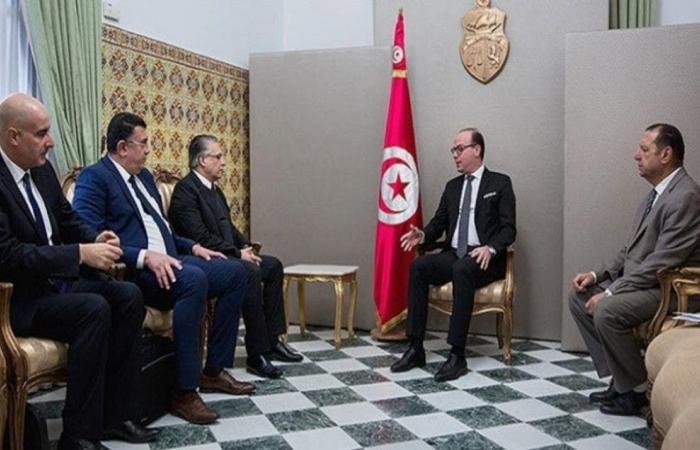 حكومة تونس على نار هادئة.. وأحزاب تلوح بالانسحاب