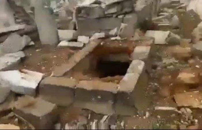 سوريا   فيديو.. مشاهد جديدة لنبش القبور ببلدة سورية
