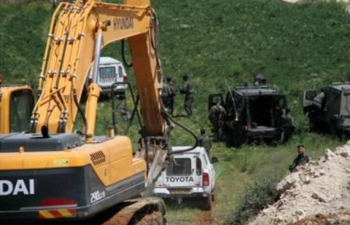 فلسطين | آليات الاحتلال تجرف 370 دونماً غرب سلفيت