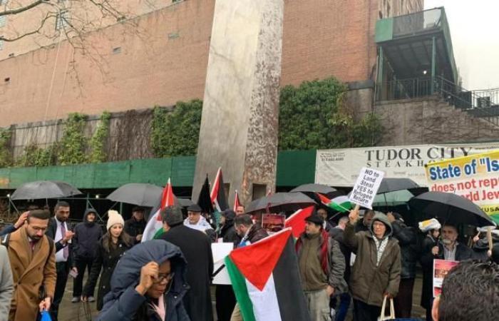 فلسطين   نيويورك: تظاهرة حاشدة مؤيدة للقضية الفلسطينية تزامناً مع خطاب الرئيس