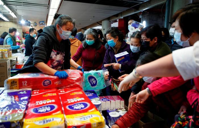 خبير أوبئة: شهر أبريل سيشهد نهاية فيروس كورونا