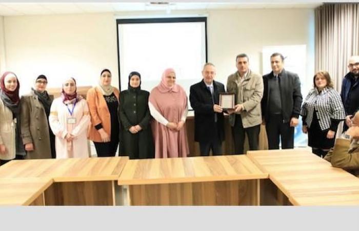 فلسطين | رئيس جامعة النجاح يكرّم طاقم وحدة الأبحاث الحيوية والسريرية