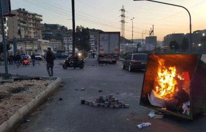 قطع طريق البحصاص إثر وفاة الناشط أحمد توفيق