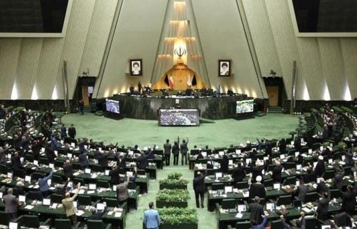 إيران   انتخابات البرلمان في إيران.. الشعب بين سيء وأسوأ