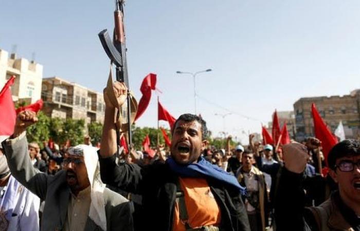 اليمن | الحوثيون ينهبون أكبر مخيم نازحين باليمن..تحذير من مجاعة