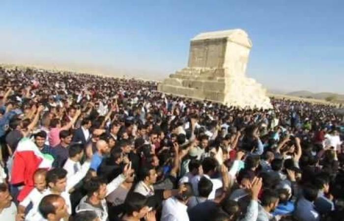 إيران | عشية الإنتخابات.. إيران تستحضر ملكاً احتل غزة ولبنان