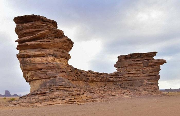 السعودية | جبل في السعودية صخوره على شكل سفينة (صور)