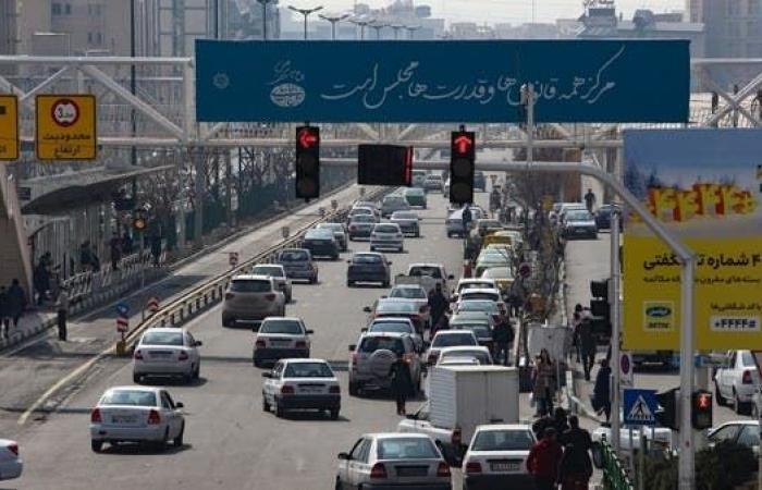 إيران | احتجاجا على تفشي كورونا.. مواجهات بين محتجين والشرطة بإيران