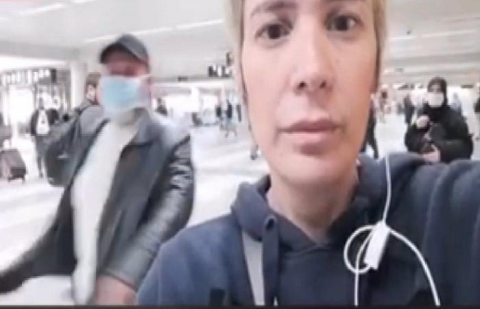 """الاعتداء على مراسلة """"النهار"""" في المطار (فيديو)"""