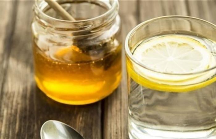 لهذه الأسباب.. إشربوا العسل والحامض على الريق!