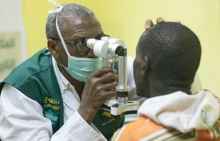 السعودية | مركز الملك سلمان للإغاثة يكافح العمى في الغابون