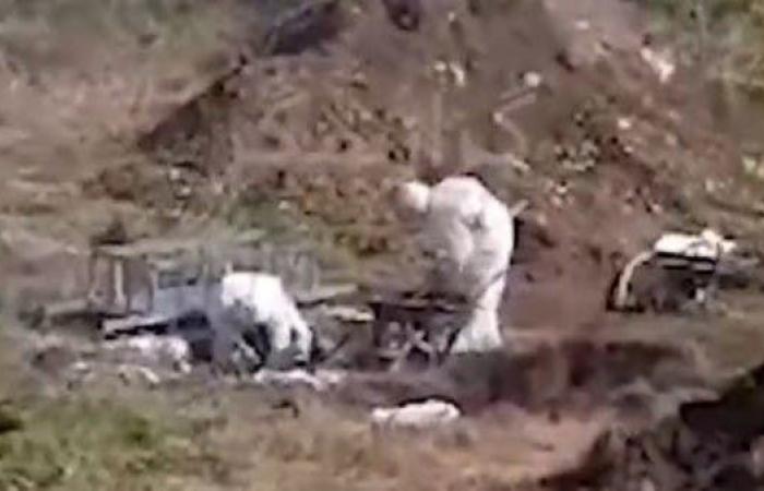 إيران | دفن ضحية لكورونا بحفرة قرب المنازل في إيران (فيديو)