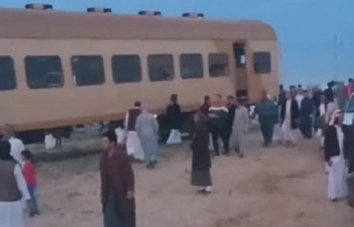 مصر   صور.. إصابات في انقلاب قطار بمرسى مطروح في مصر