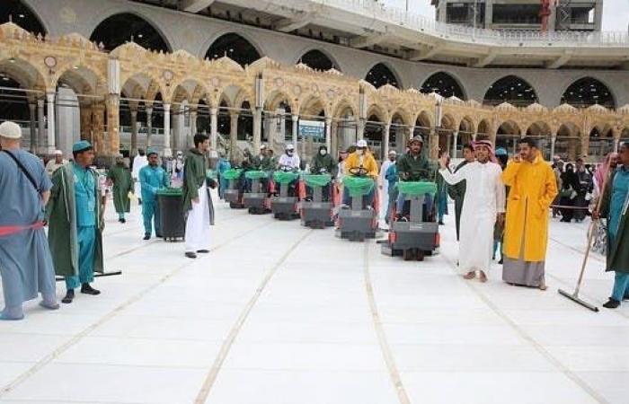 السعودية | لسلامة قاصديه.. غسل وتعقيم المسجد الحرام يومياً