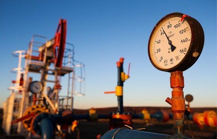 النفط عند أدنى مستوى في عام.. خسر 10 بالمئة بـ4 جلسات