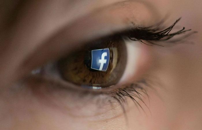 فيسبوك تحظر إعلانات بسبب كورونا
