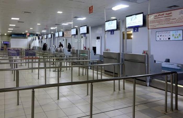 بعد تعرضه للقصف.. وقف الرحلات في مطار معيتيقة
