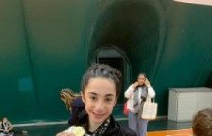 ذهبية وفضيتين للطفلة اللبنانية ساره سهيل مروّه في بطولة أكاديميات الجمباز في الامارات