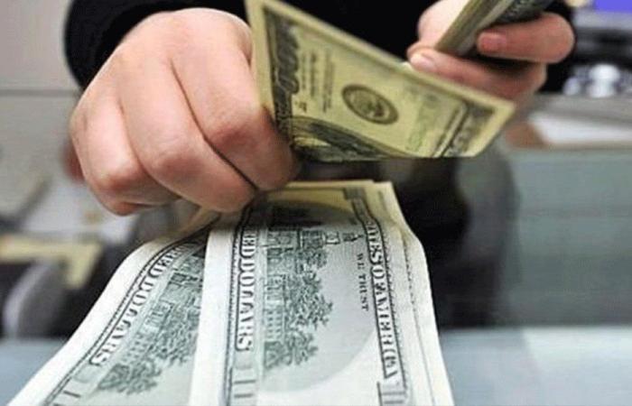 اللبنانيون يناورون لسحب أموالهم من المصارف