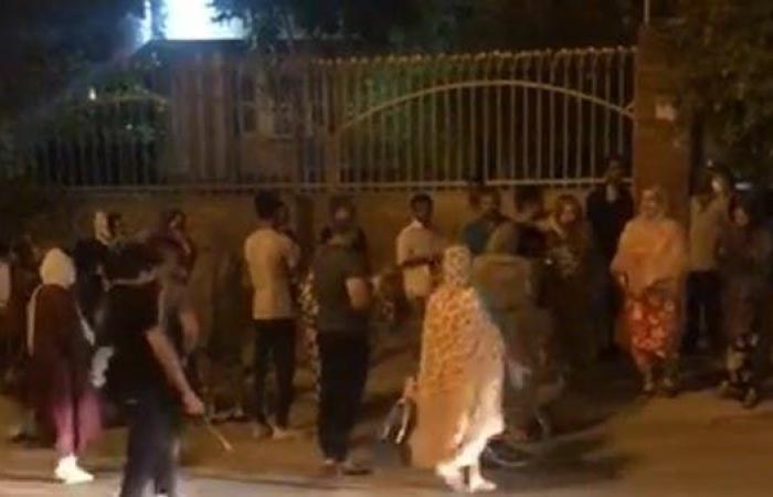 إيران | حرق مستوصف بإيران ظنا بوجود مصابين بكورونا فيه (فيديو)