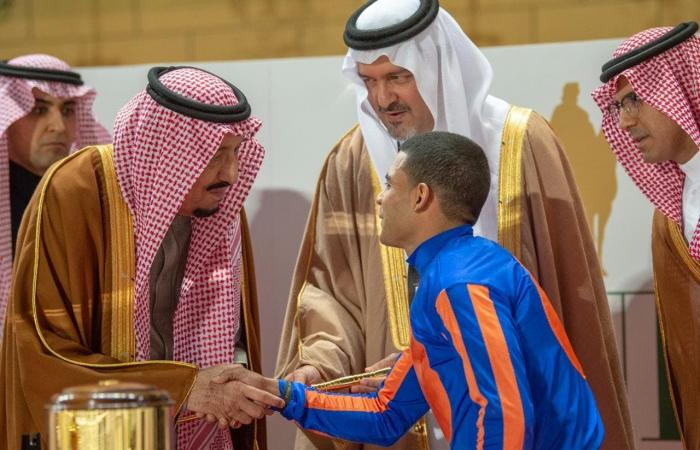 السعودية | بالصور.. الملك سلمان يرعى حفل سباق كأس السعودية
