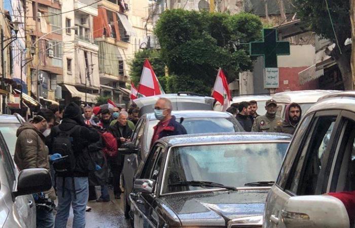 في وسط بيروت.. تظاهرات والقاء مفرقعات نارية باتجاه ساحة النجمة