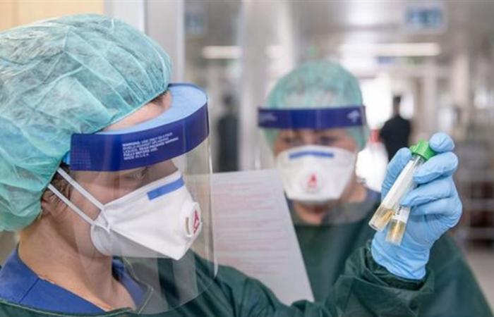 فيروس 'كورونا' ينخفض في الصين ويقفز إلى مستويات جديدة خارجها