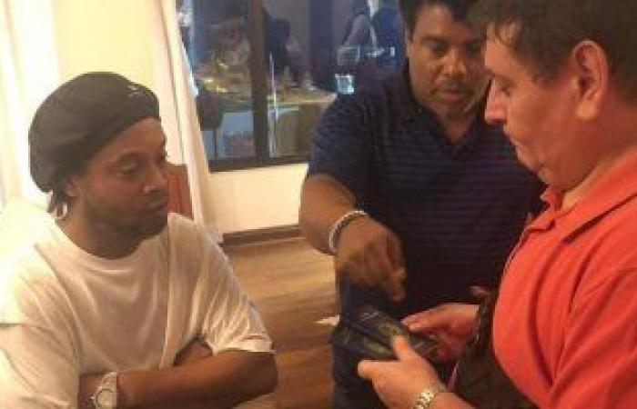 القبض على رونالدينيو فى باراغواى بجواز سفر مزور