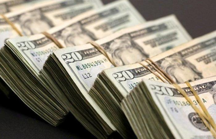 الدولار يحلِّق.. مسجّلاً رقماً قياسياً